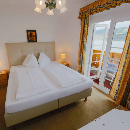 Double Room - bed and breakfast in Carinthia