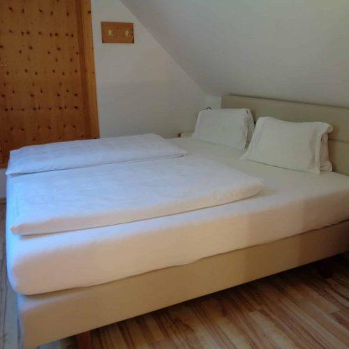 Schlafzimmer in Ferienwohnung am Millstätter See in Kärnten