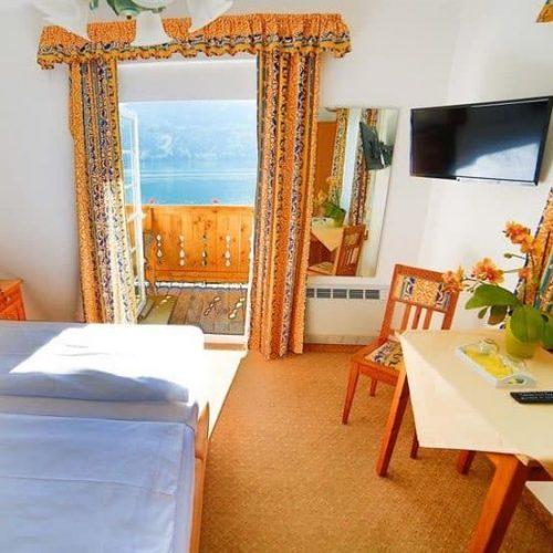 Zimmer mit Balkon und Blick auf Millstätter See in Kärnten